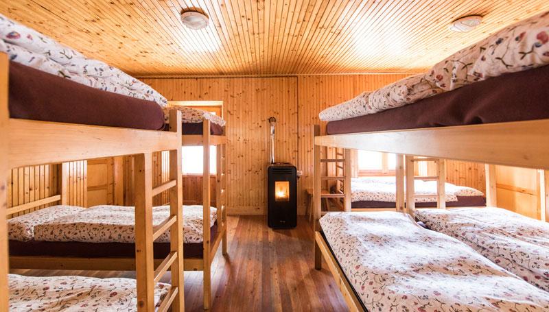 camere_rifugio_legno_piumini