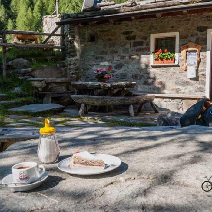 colazione_rifugio_campo_valzebru